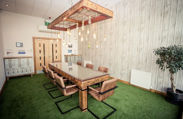 Fives Reasons To install Artificial Grass in Your Office